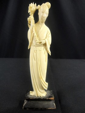 Antique Chinese ivory figurine