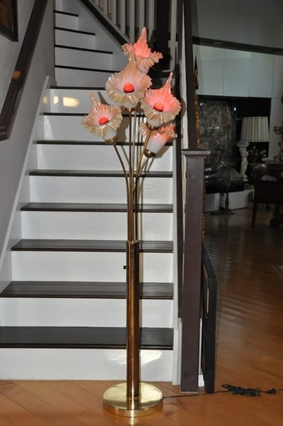 Gold Finish Metal Base Floor Lamp With 5 Flower Shaped