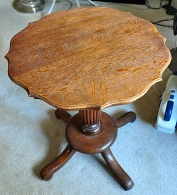 Oak wood end table with pedestal base