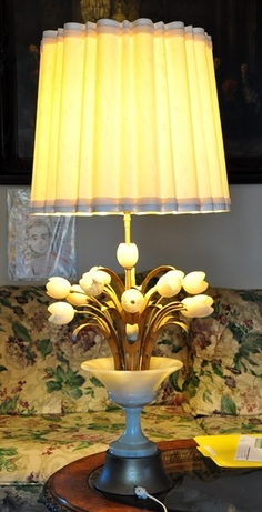 Mid-century Italian table lamp with carved alabaster tulips
