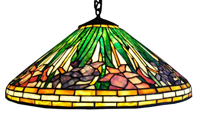 Tiffany style hanging lamp with daffodil floral pattern