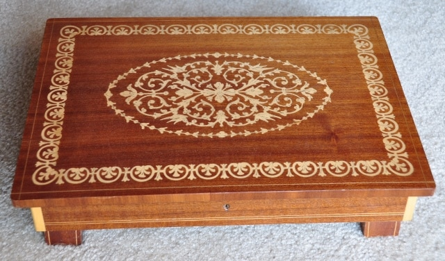 Vintage Italian marquetry jewelry box with Swiss music movement