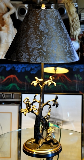Table lamp with figural bronze base depicting monkeys on a tree
