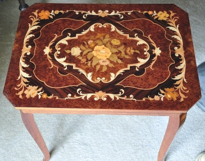 Italian marquetry rectangular jewelry box table with Swiss music movement