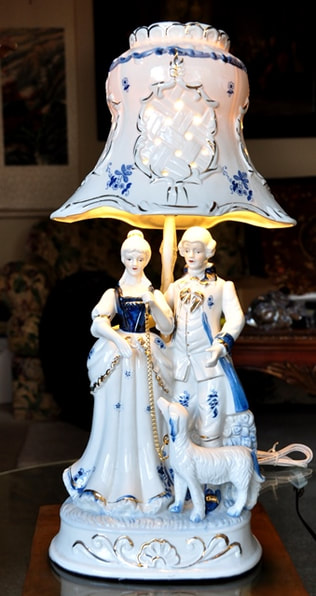French boudoir lamp with blue and white porcelain figural group of a couple and a dog