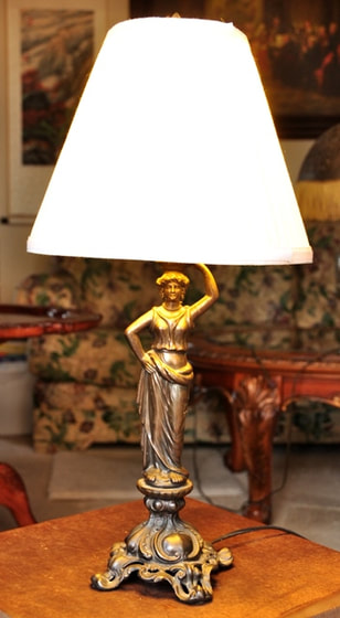 Table lamp with lady metal statue base