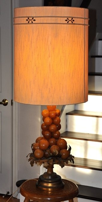 Midcentury Italian alabaster grape cluster table lamp